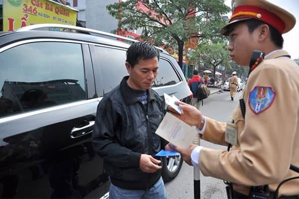 cac bac tai da duoc phep mang ban photo giay to xe luu hanh